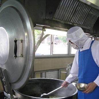 <主婦活躍中!>給食調理業務をお任せします。土日祝休み社保完備でお休みもきちんととれます!